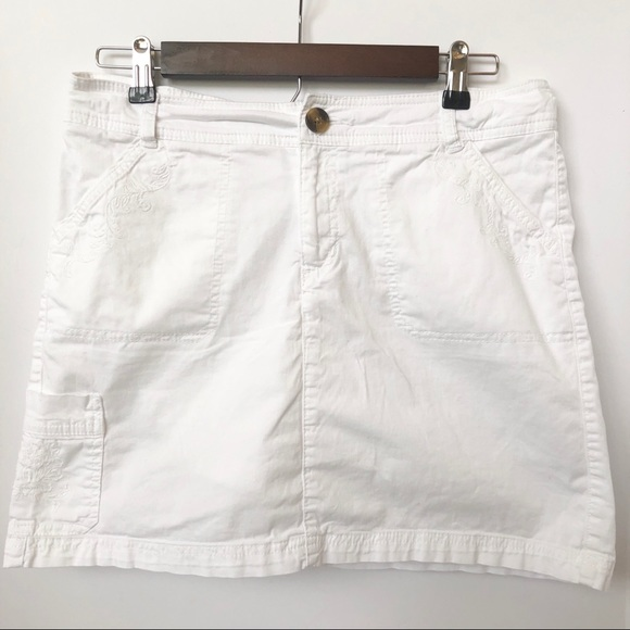 croft & barrow Pants - Croft & Barrow White Embroidered Skort • Size 10P
